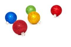 Ornamentos Glittery de la Navidad en blanco Fotos de archivo libres de regalías
