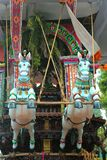 Ornamentos hermosos del coche parivar del templo en el gran festival del coche del templo del templo thyagarajar del sri del thir fotos de archivo