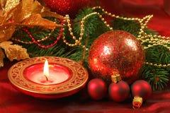 Ornamentos rojos y de oro de la Navidad Imágenes de archivo libres de regalías