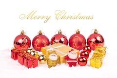 Ornamentos rojos y de oro de Navidad Imagenes de archivo