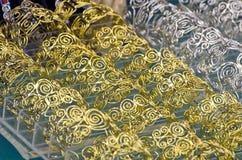 Ornamentos torcidos en espiral de la joyería del oro y de la plata Foto de archivo