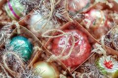 Ornamentos y alegría de la Navidad imagenes de archivo