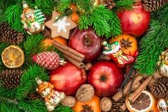 Ornamentos y decoraciones de la Navidad Manzanas, frutas del mandarín, wa Imagen de archivo