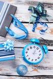 Ornamentos y despertador del Año Nuevo Fotos de archivo libres de regalías