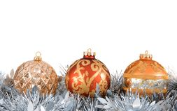 Ornamentos y guirnalda del árbol de navidad Fotografía de archivo libre de regalías