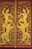 Ornamentuje drewnianego drzwi Tajlandzka świątynia w Chiangmai, Tajlandia Zdjęcia Royalty Free