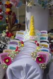 Ornamenty w postaci kapitałek dla dziewczyn w postaci ucho koty i rogi jednorożec dekorowali z kwiatami, koraliki zdjęcie royalty free