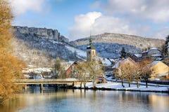 Ornans和Loue河在法国 免版税库存照片