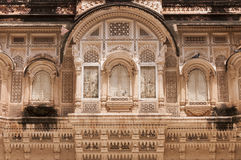 Ornated облицовывает окна дворца на форте Mehrangarh, Джодхпуре, Индии Стоковые Изображения