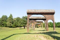 Ornated en gevormde houten Székely-poorten Stock Afbeeldingen