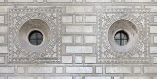 Ornated Fenster in Palazzo Quadrio Lizenzfreies Stockbild