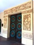 Ornately gesneden antiek deuren en deurkader Royalty-vrije Stock Afbeeldingen