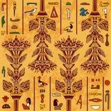 Ornement coloré de l'Egypte avec les hiéroglyphes égyptiens antiques sur le fond de papier âgé, Photos stock