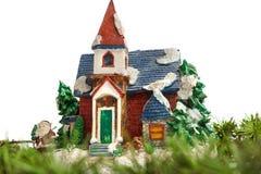 Ornement décoratif de maison de Santa avec le pin ou le sapin Photo libre de droits