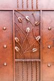 Ornement décoratif des branches, des feuilles et du straigh forgés en métal image libre de droits