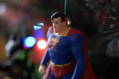 Ornement d'arbre de Noël de Superman, vers le haut d'étroit et de personnel image stock