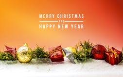 Ornement de Noël pour célébrer le Joyeux Noël et la bonne année sur la neige image stock