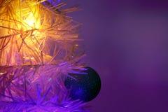 Ornement de Noël sur l'arbre Photographie stock libre de droits