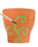 Ornement de peinture de balai sur le bac de fleur d'argile photo stock