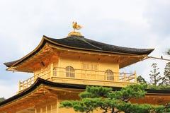 Ornement de toit au temple de Kinkakuji (pavillon d'or) photo stock