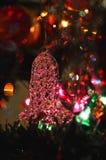 Ornement en verre tourné d'arbre de Noël de cloche image libre de droits