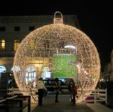 Ornement géant de boule de Noël Photographie stock libre de droits