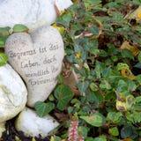 Ornement grave blanc avec le coeur et les mots allemands Photographie stock libre de droits