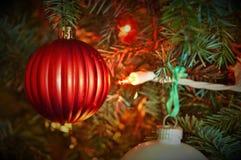 Ornements accrochants de l'arbre de Noël Photos libres de droits