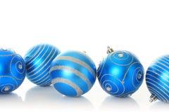 Ornements bleus de Noël Photographie stock libre de droits