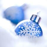 Ornements bleus de Noël Photos libres de droits