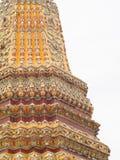 Ornements décoratifs sur le stupa et le mur du temple historique de WAT PHO, BANGKOK Images libres de droits