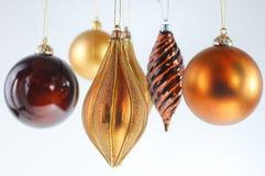 Ornements de bille de Noël sur le fond blanc Images libres de droits