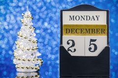 Ornements de Noël avec le calendrier en bois Image libre de droits