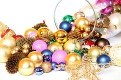 Ornements de Noël, billes en verre, cônes, étoile Photographie stock