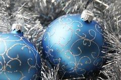 Ornements de Noël de couleur bleue image stock