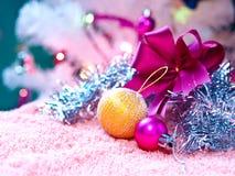 Ornements de Noël et décoration de billes Photographie stock libre de droits