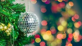 Ornements de Noël sur l'arbre de Noël Photos stock