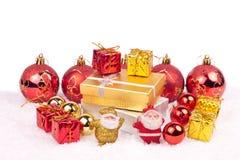 Ornements de Noël sur le blanc Photos stock
