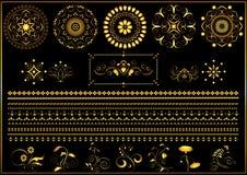 Ornements et frontière ronds de calligraphie d'or sur le fond noir Image stock