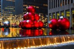 Ornements géants de Noël à Manhattan, NYC. Photographie stock