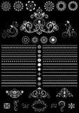 Ornements ronds et frontière de calligraphie blanche de vintage sur le fond noir Photo libre de droits