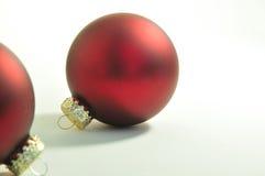 Ornements rouges d'arbre de Noël Image libre de droits