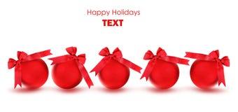 Ornements rouges d'arbre de Noël de babioles Photo stock