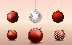 Ornements rouges de boules de décoration de Noël Images libres de droits