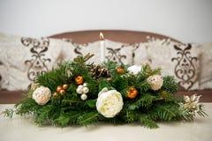 Ornements spéciaux blancs pendant des jours de Noël Image libre de droits
