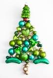 Ornements verts de Noël dans une forme d'arbre Photographie stock libre de droits