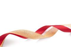 Oro agradable y cintas de satén rojas Foto de archivo libre de regalías