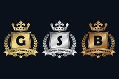 Oro, argento e logo reale bronzeo di progettazione con lo schermo, la corona, la corona dell'alloro ed il nastro Modello di lusso royalty illustrazione gratis