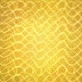 Oro astratto con gli strati ondulati delle linee nel modello astratto, progettazione di lusso del fondo dell'oro Fotografia Stock