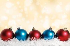 Oro azul y rojo de las bolas de la Navidad Fotos de archivo
